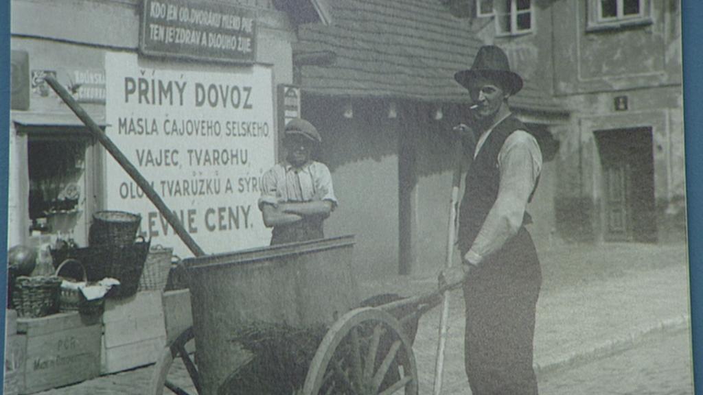Obyvatelé Holešovic na archivním snímku