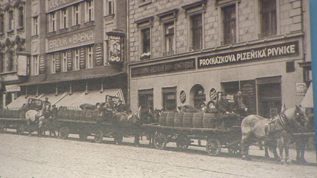 Procházkova plzeňská pivnice na archivním snímku