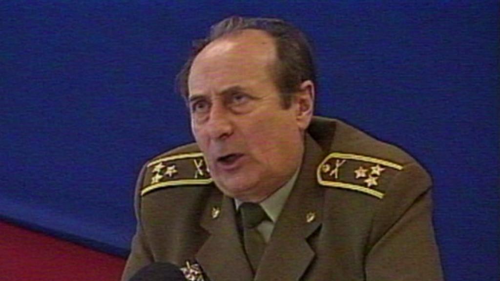 Jiří Bernát jako vojenský soudce - archivní záběr z roku 1992