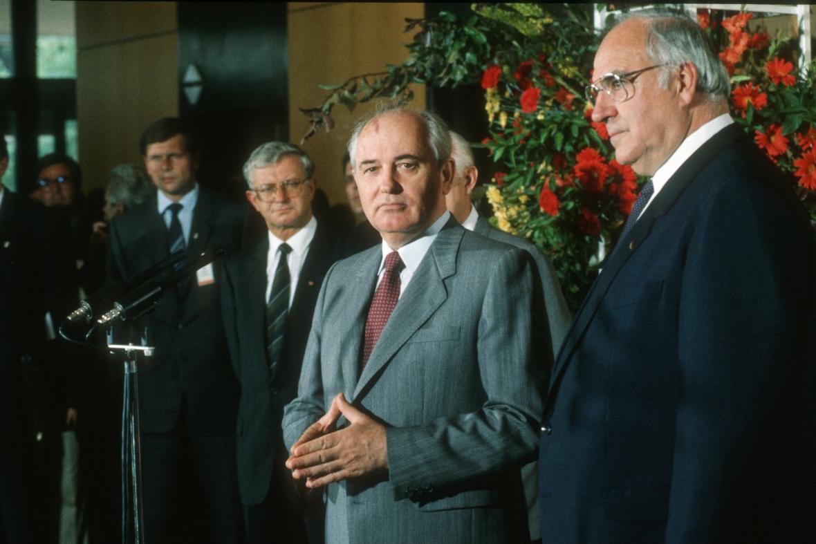 Sovětský prezident Michail Gorbačov a německý spolkový kancléř Helmut Kohl