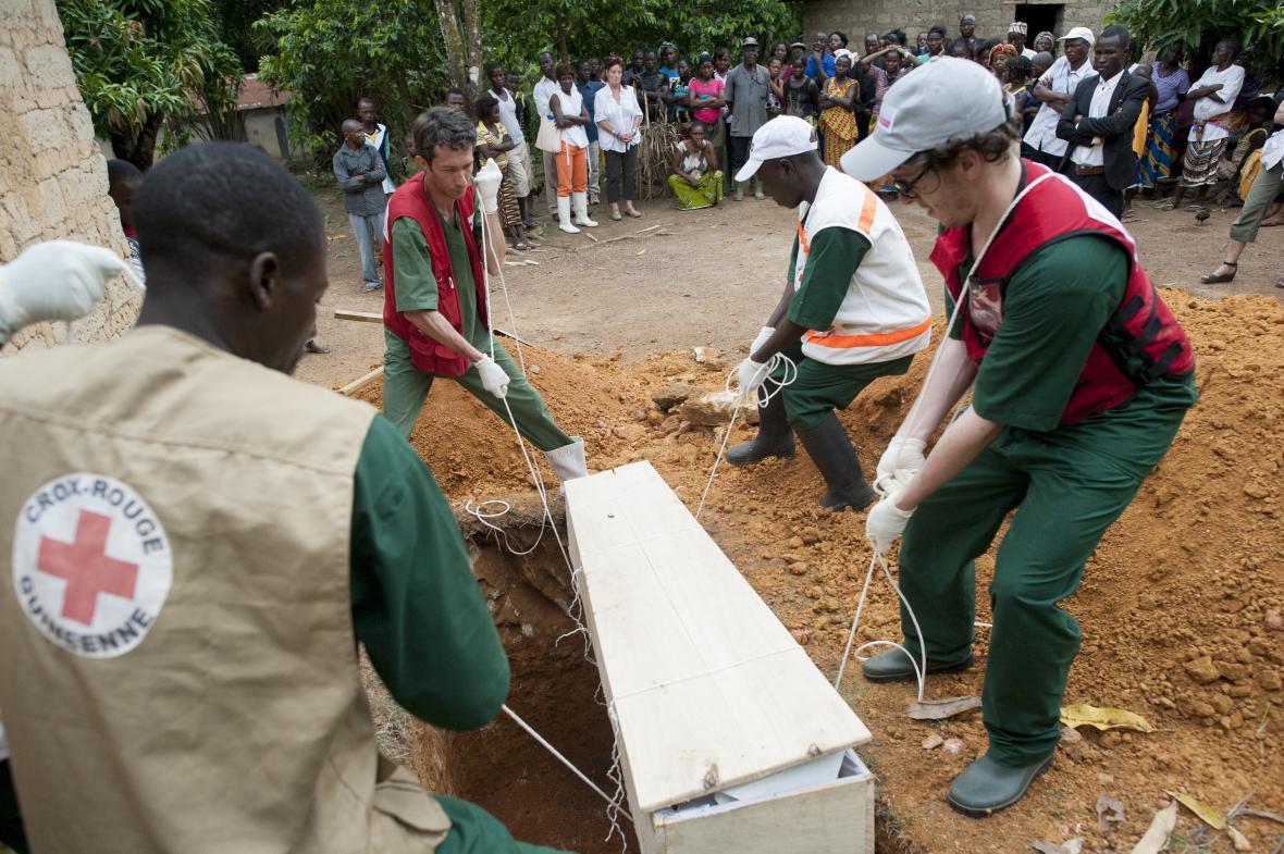 Pohřeb oběti eboly