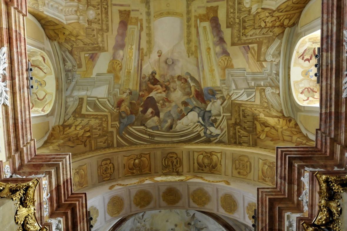 Díky evropským dotacím se renovace dočkal i nádherný strop