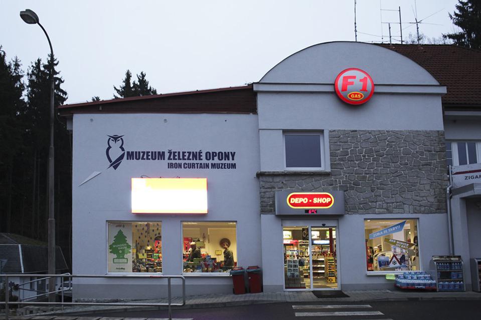Muzeum železné opony v budově bývalé celnice na starém hraničním přechodu v Rozvadově