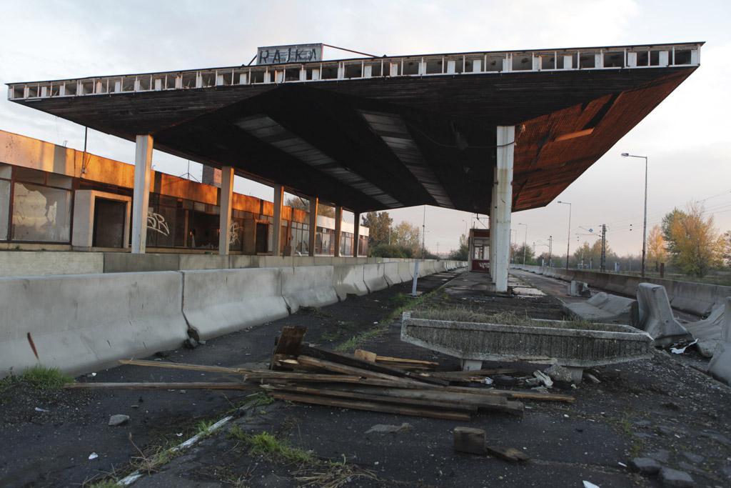 Opuštěný slovensko-maďarský hraniční přechod Rajka