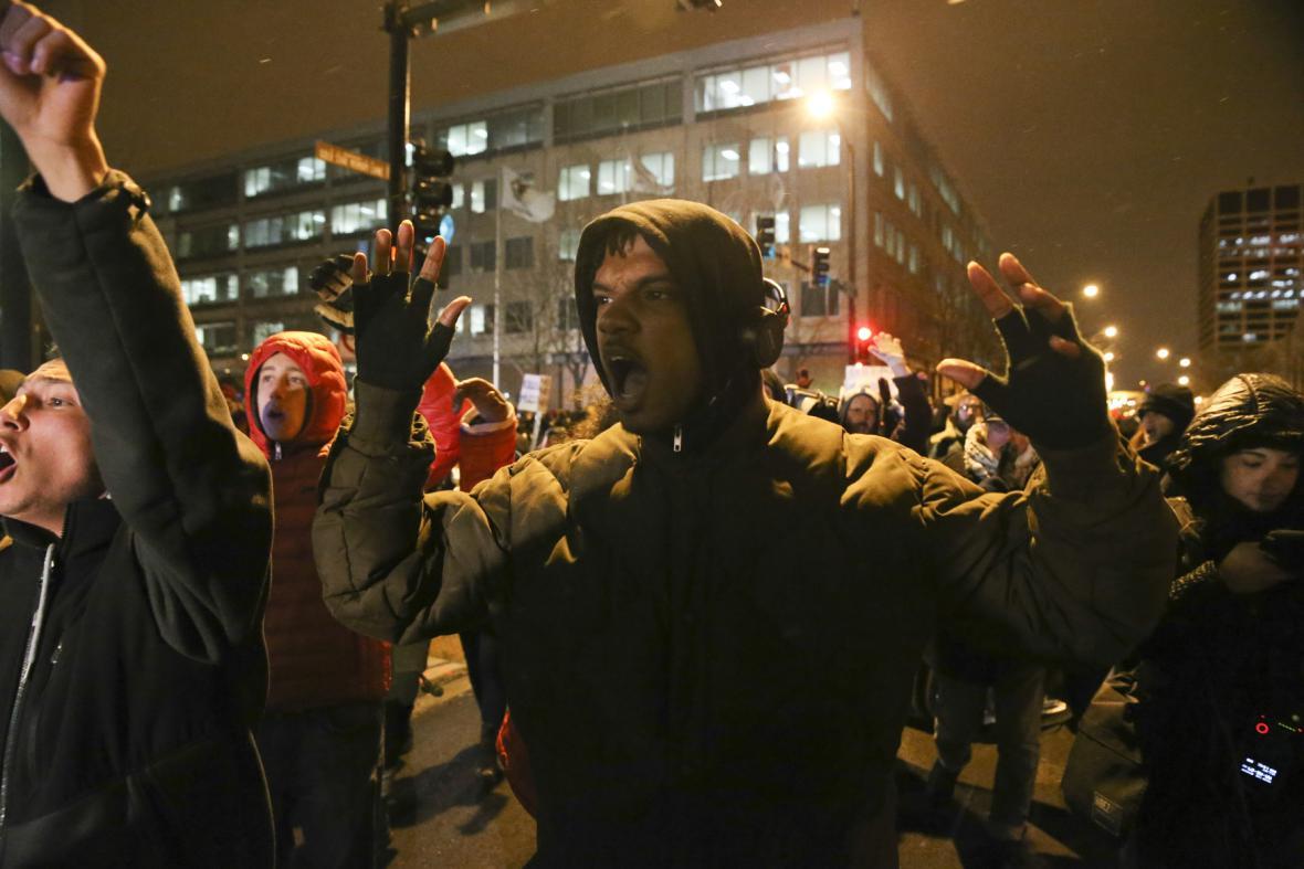 Reakce na rozhodnutí poroty ve Fergusonu