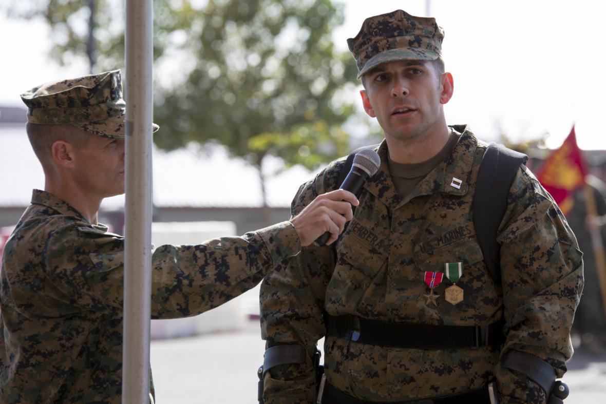 Americký mariňák Derek Herrera