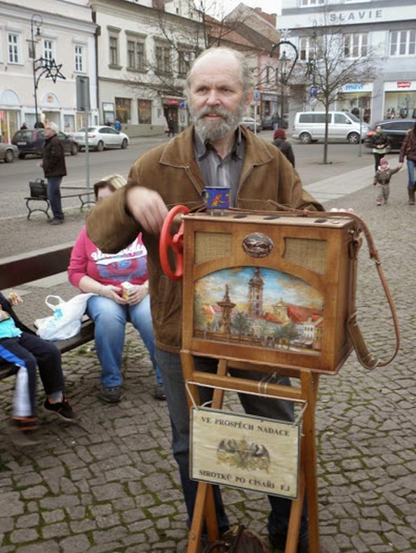 Vernisáž výstavy hracích strojků