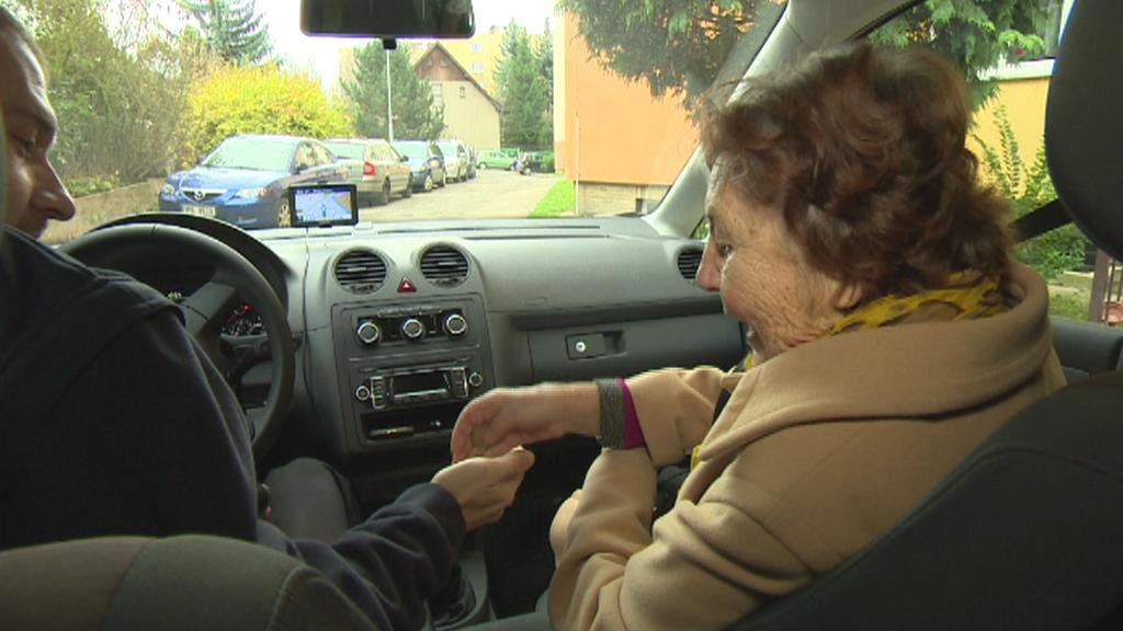 Senior taxi má v Plzni úspěch