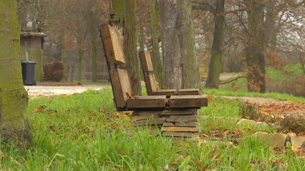 Dříteč - nové lavičky