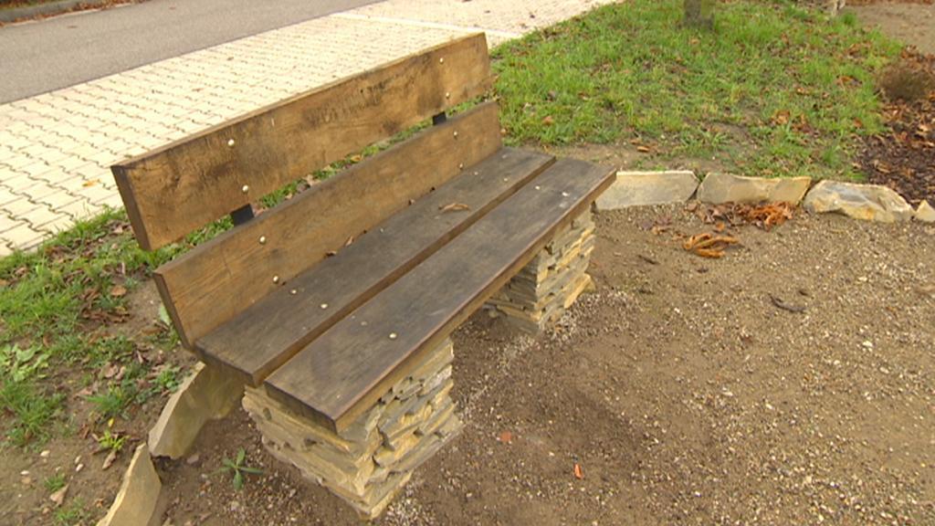Dříteč - nová lavička