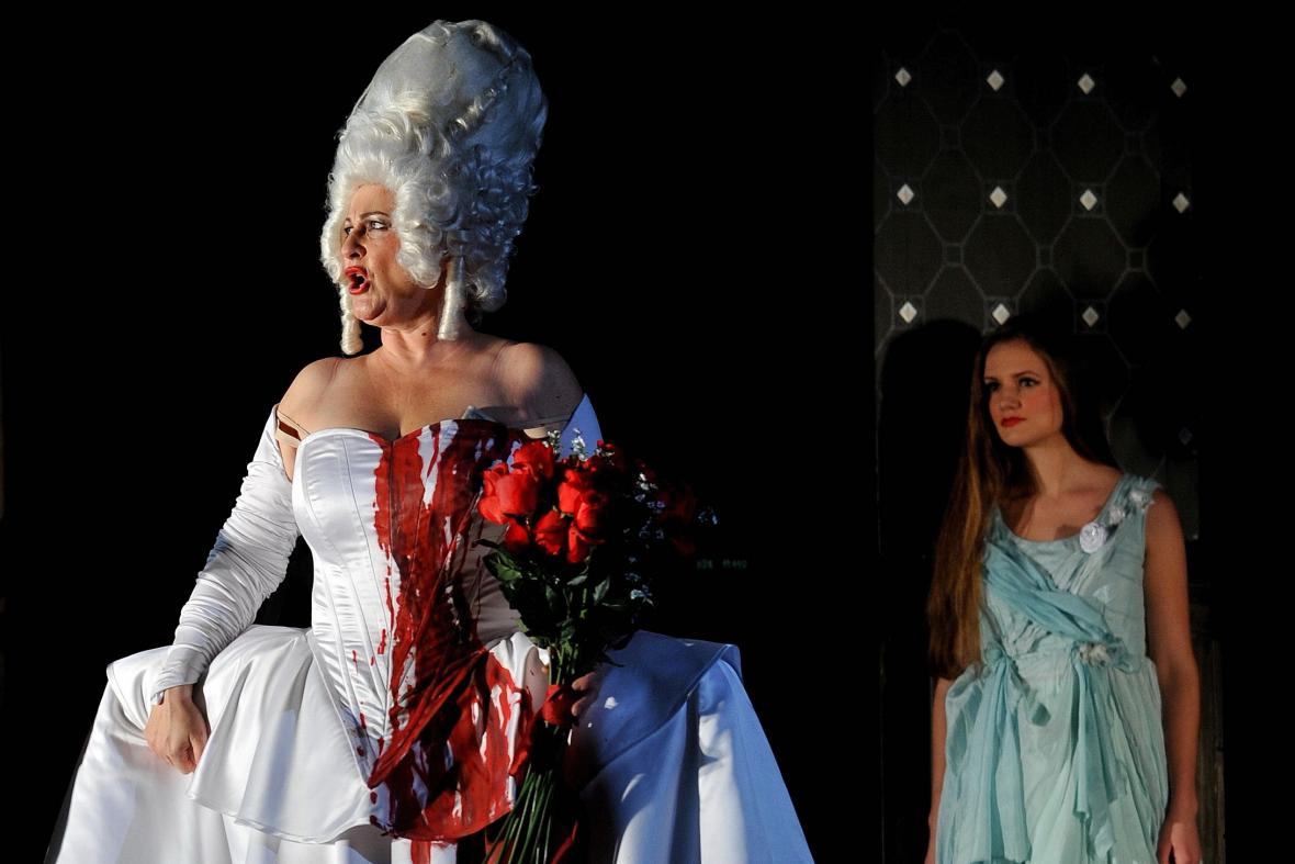 Opera Věc Makropulos v Janáčkově divadle v Brně