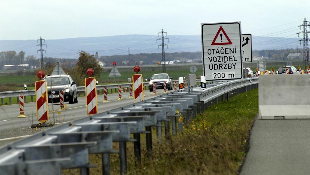 Končící úsek dálnice D11