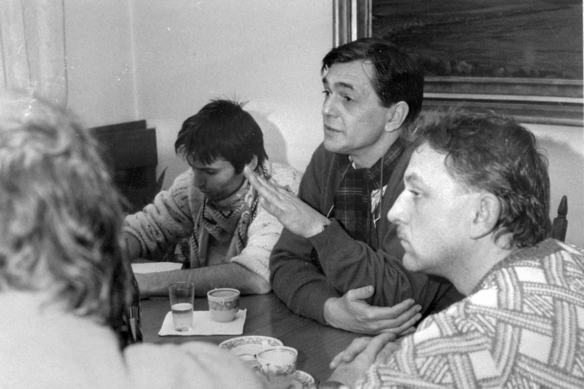 Jednání předsedy vlády Adamce se zástupci veřejnosti 21. listopadu 1989