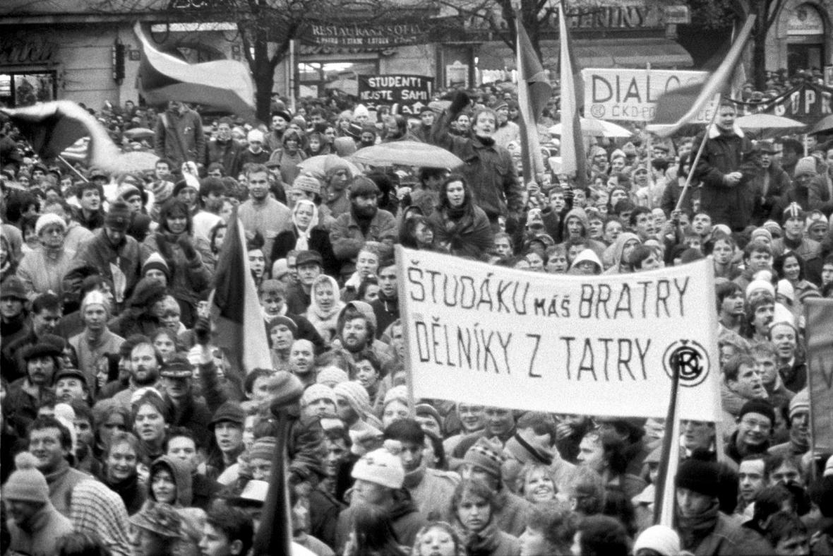 Demonstrace na Václavském náměstí, listopad 1989
