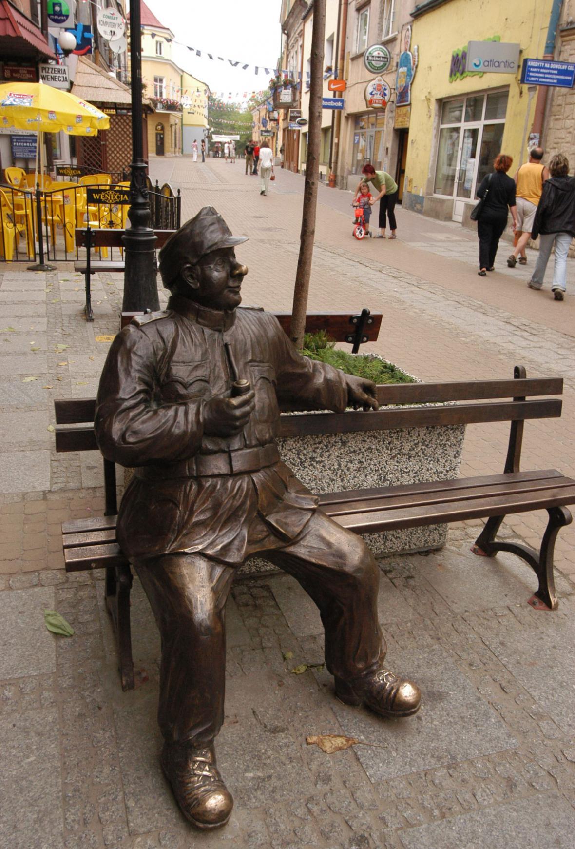 Švejkova socha v polském městečku Sanok