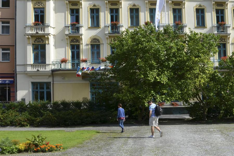 Karlovy Vary (z Města před rokem 1989 a dnes)