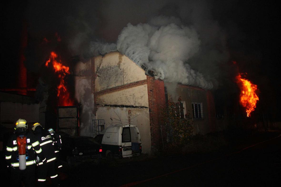 Požár bývalé pily ve Valašském Meziříčí