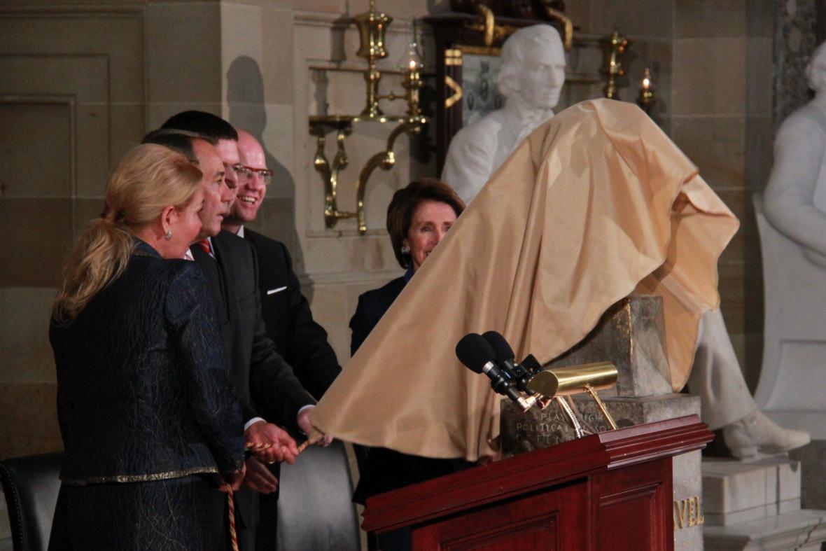 Odhalení busty Háclava Havla