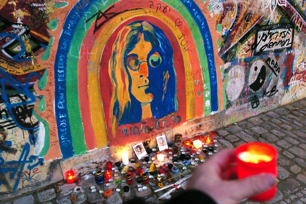 Lennonova zeď - archivní fotografie z 9. 12. 2003