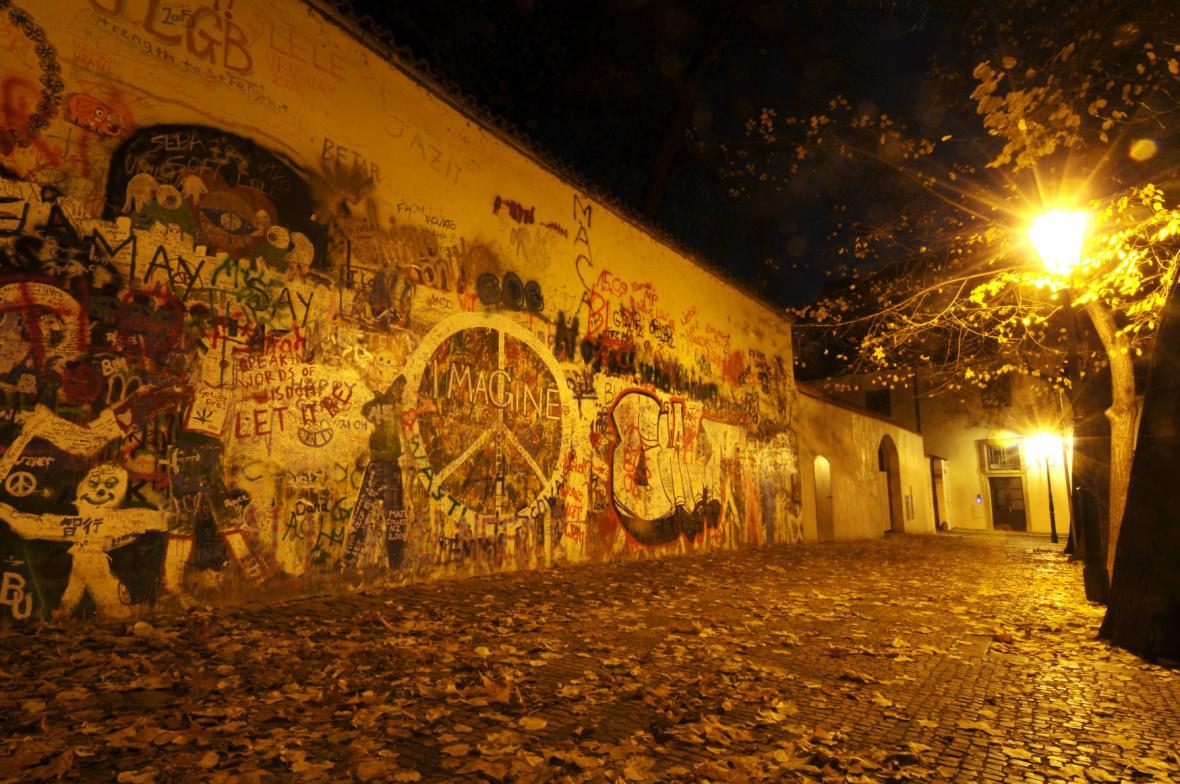Lennonova zeď - archivní fotografie z 9. 11. 2008