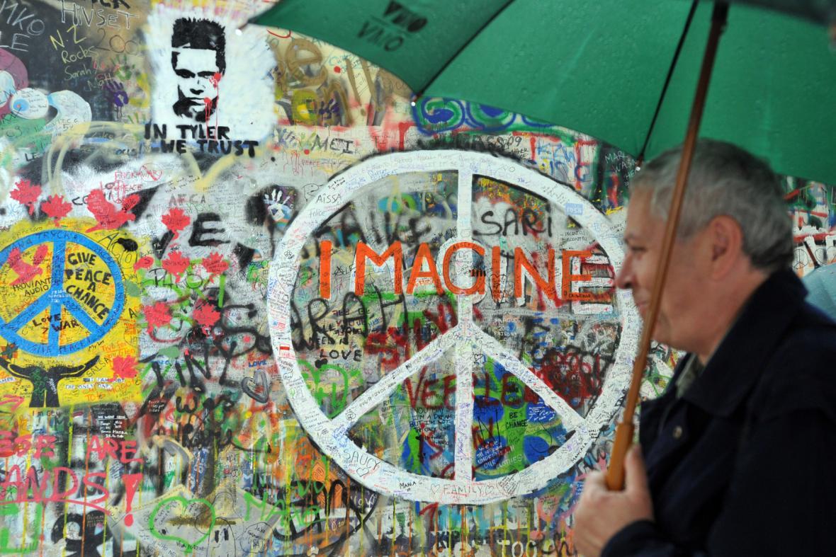 Lennonova zeď - archivní fotografie z 2. 6. 2010