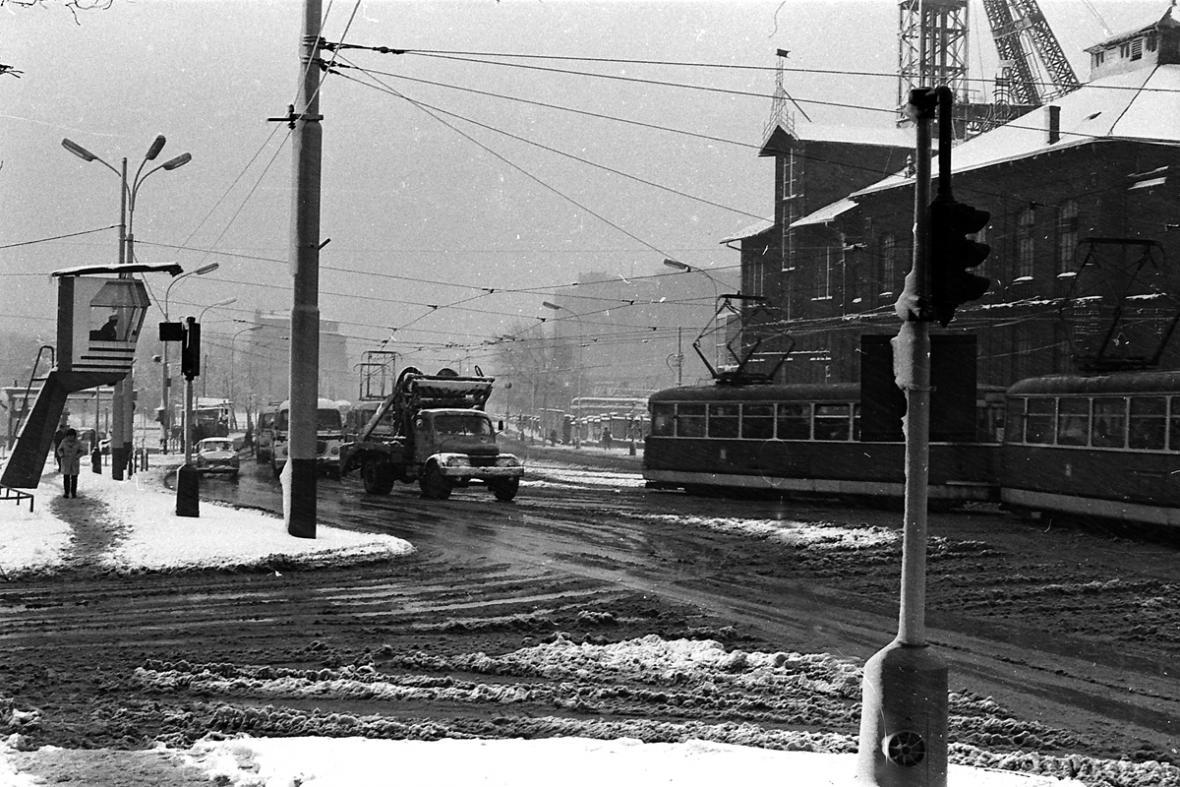 Křižovatka ulic 28. října a Vítkovická před rokem 1989