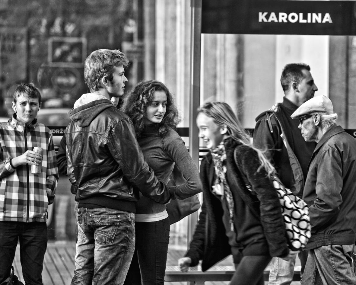 Tramvajová zastávka před nákupním centrem Nová Karolina - Ostrava dnes