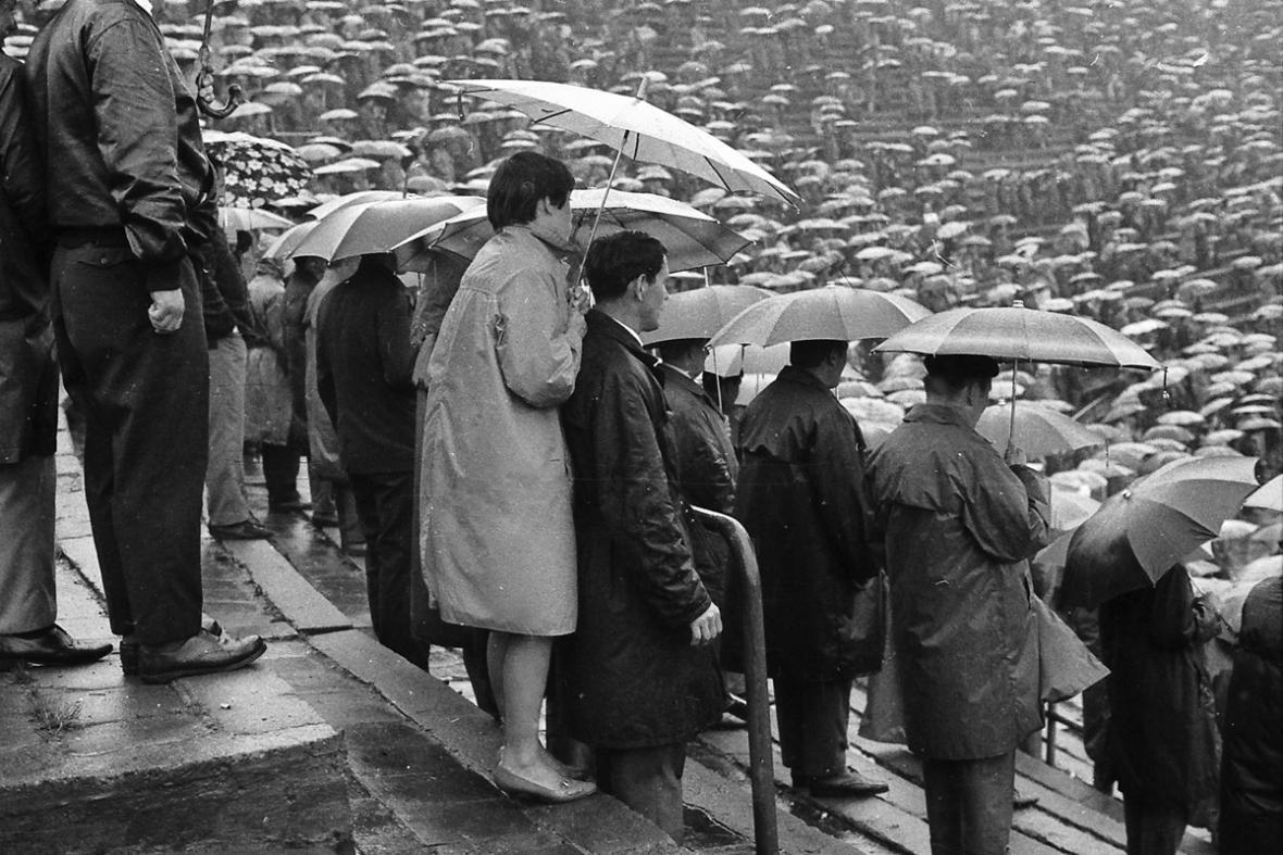 Fotbaloví diváci na Bazalech - Ostrava před rokem 1989