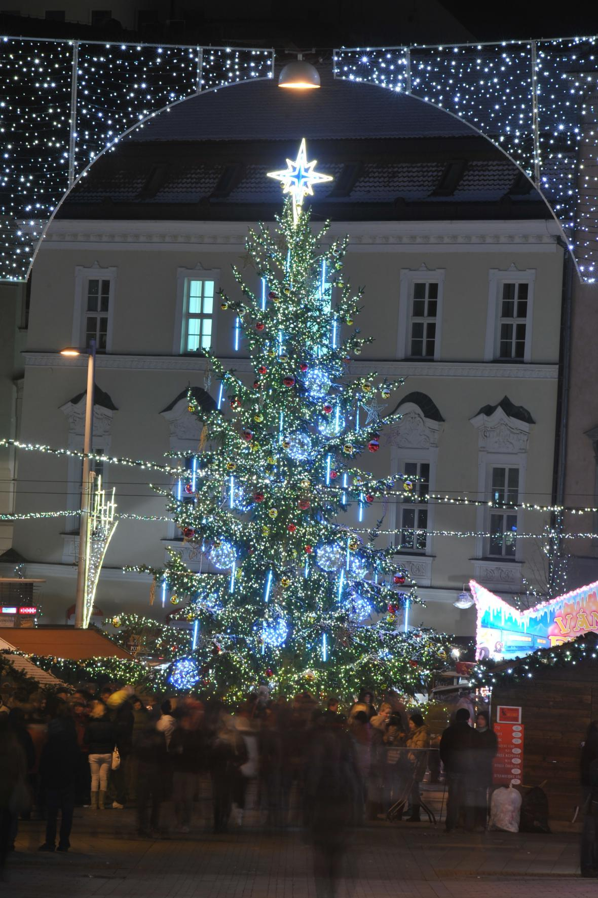 Vánoční strom na náměstí Svobody v roce 2012