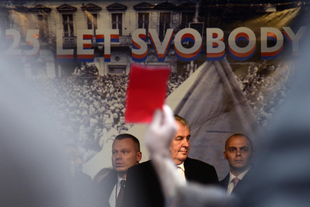 25. výročí 17. listopadu - červená karta pro Miloše Zemana