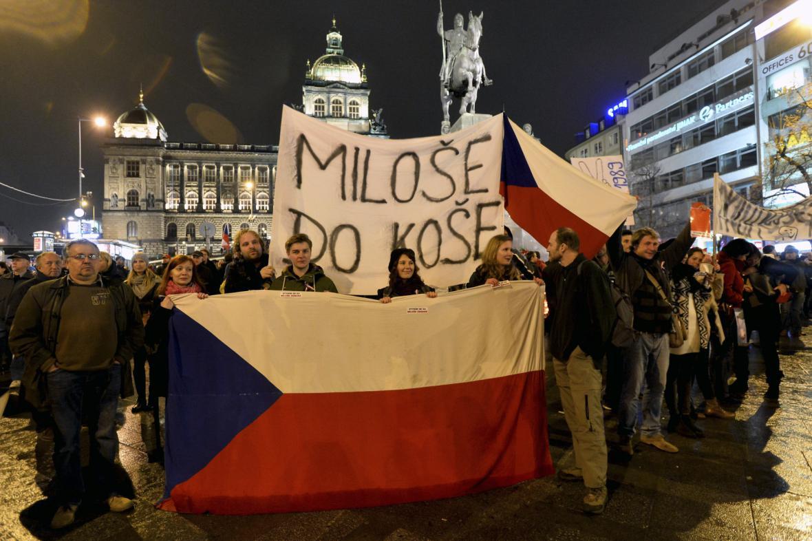 25. výročí 17. listopadu - odpůrci Miloše Zemana na Václavském náměstí