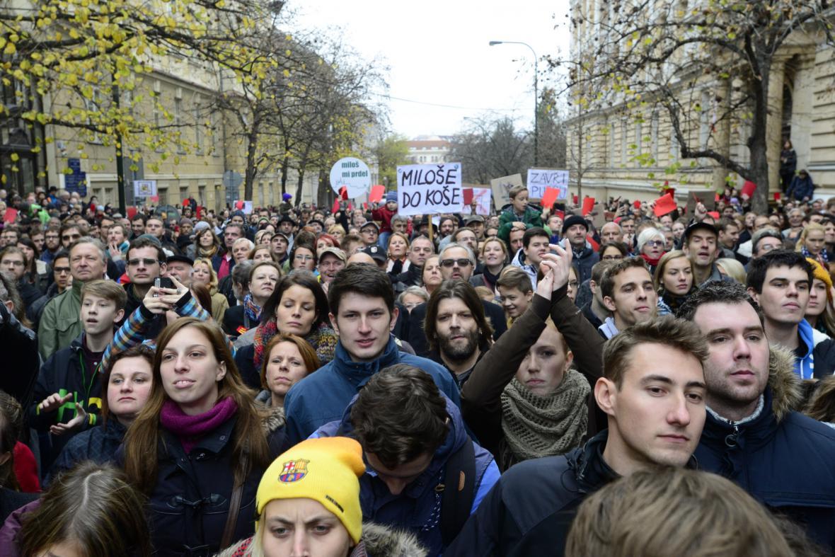 25. výročí 17. listopadu - studentský průvod proti Zemanovi