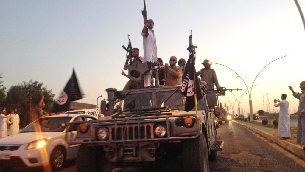 Islamisté v ulicích Mosulu