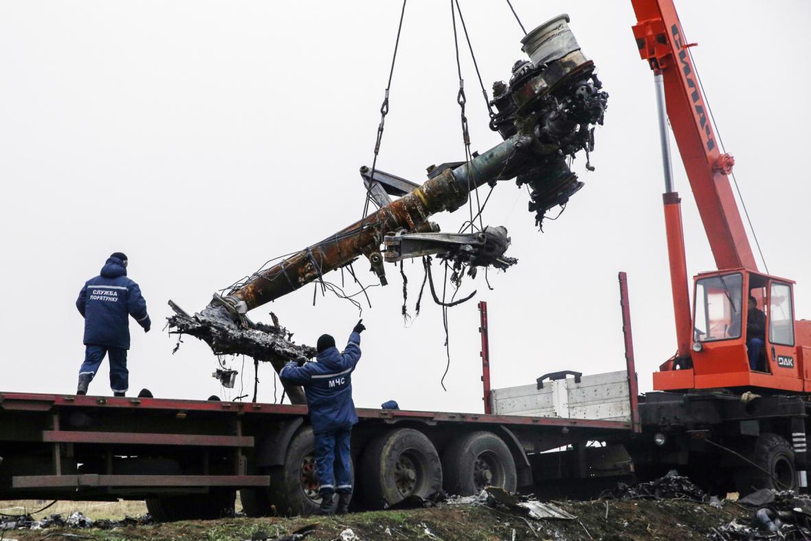 Odvoz trosek malajsijského boeingu