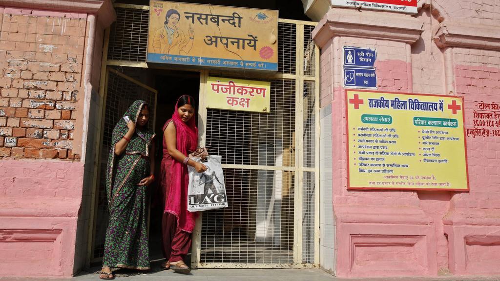 Ženská nemocnice ve Varanasi poutá na podpůrnou sterilizaci