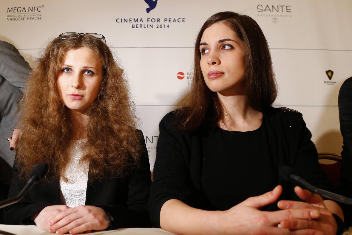 Marija Aljochinová a Naděžda Tolokonnikovová