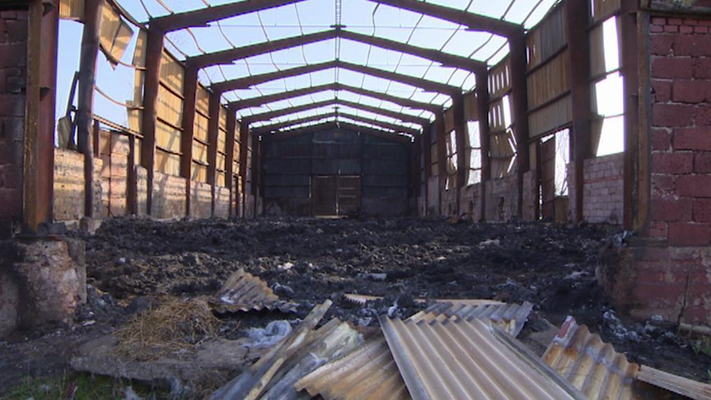 Kramolna - skladovací hala po požáru