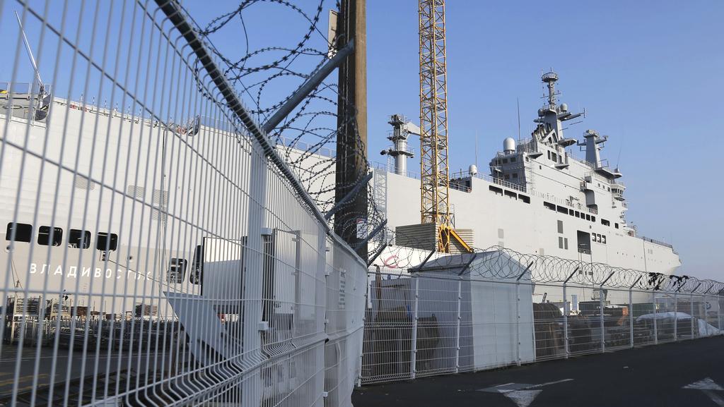 Vladivostok třídy Mistral zatím stále kotví v přístavu Saint-Nazaire