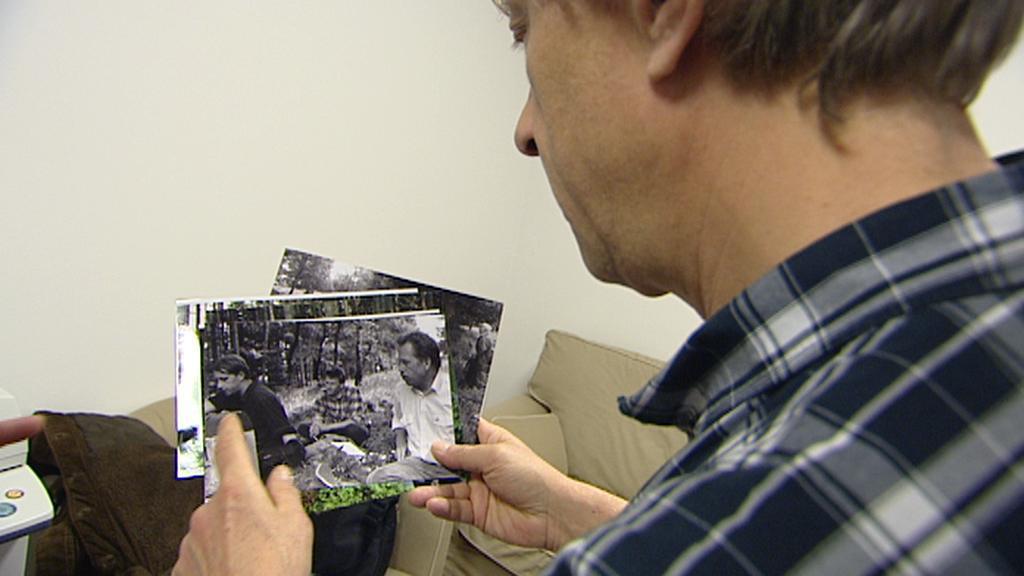 Jáchym Topol ukazuje archivní fotografie