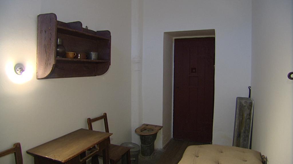 Původní vybavení cely na Pankráci