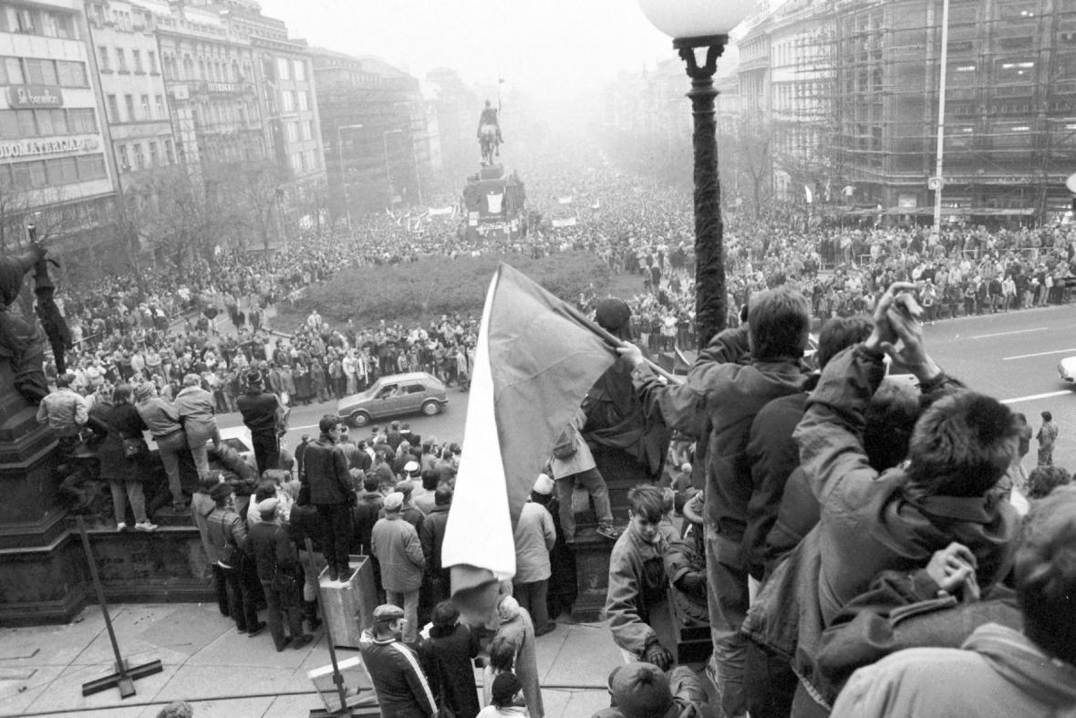 Shromáždění na Václavském náměstí v Praze 21. listopadu 1989
