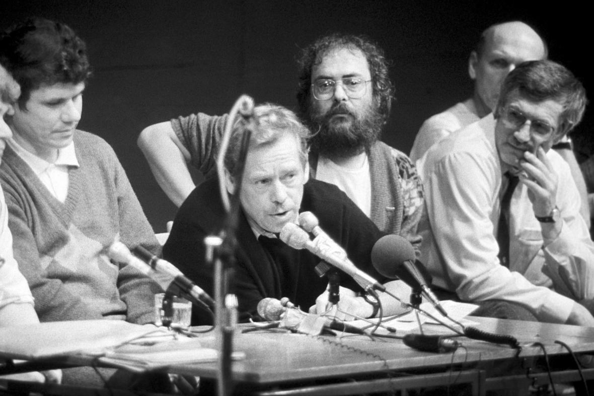 Tisková konference OF v Laterně magice, listopad 1989
