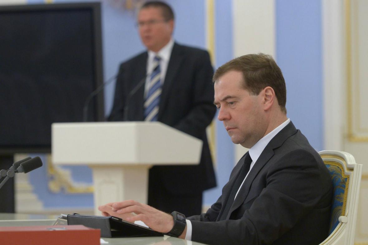 Dmitrij Medvěděv kritizuje zásah ve Slavjansku