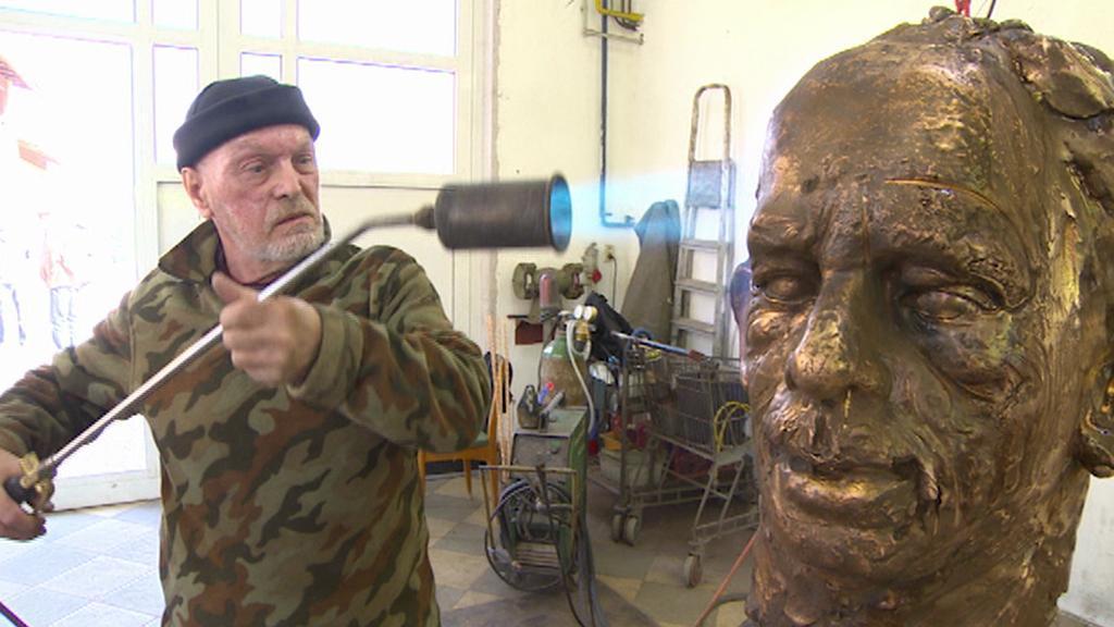 Příprava busty Václava Havla pro Kongres USA
