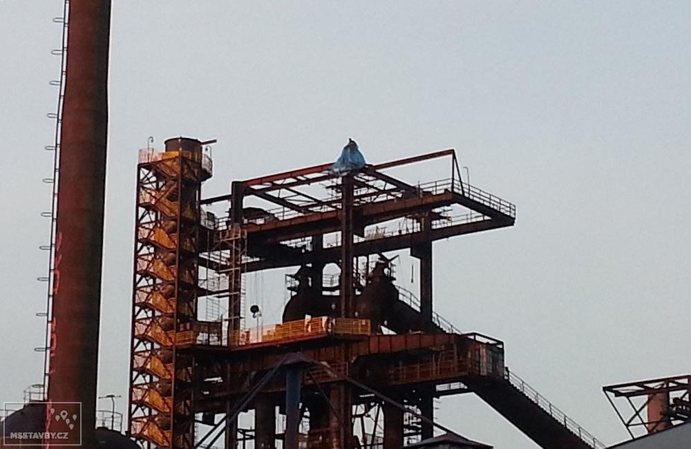 Budování nástavby vysoké pece