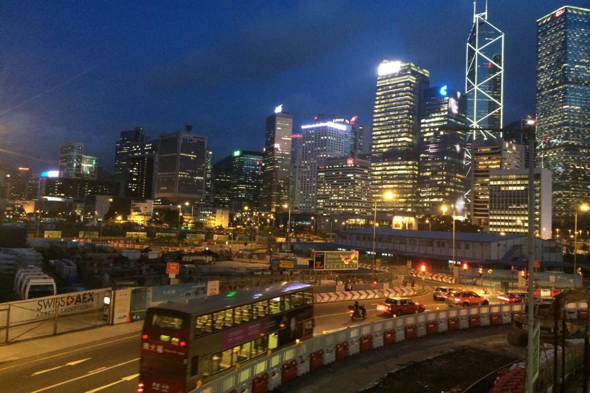 Noční Hongkong v záplavě světel