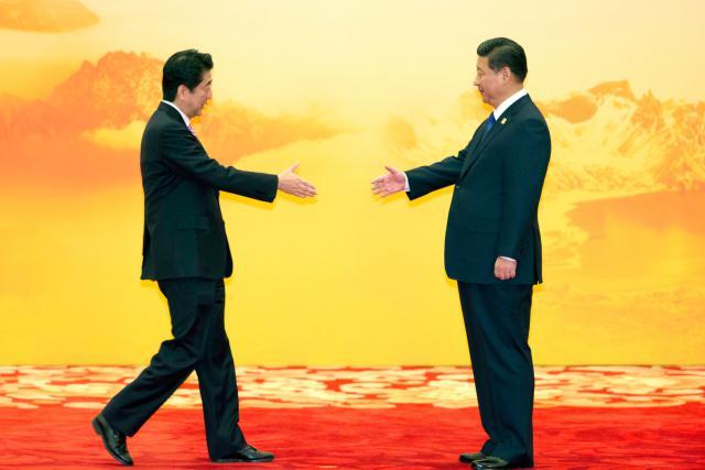 Prezident Si Ťin-pching a premiér Šinzó Abe