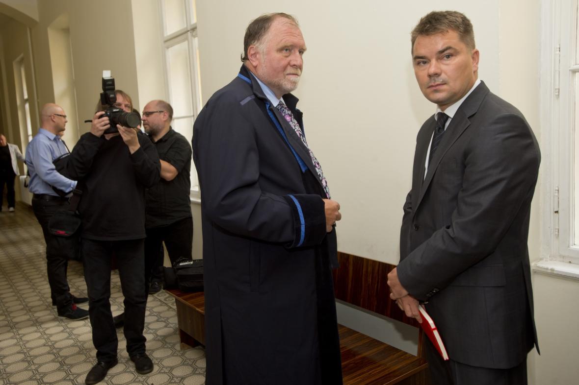 Lobbista Marek Dalík se svým obhájcem Tomášem Sokolem