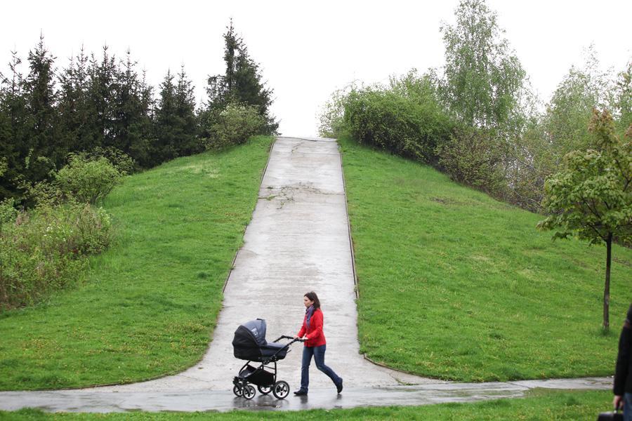 Matka na mateřské na procházce