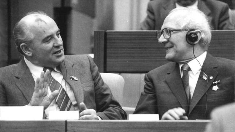 Michail Gorbačov a Erich Honecker